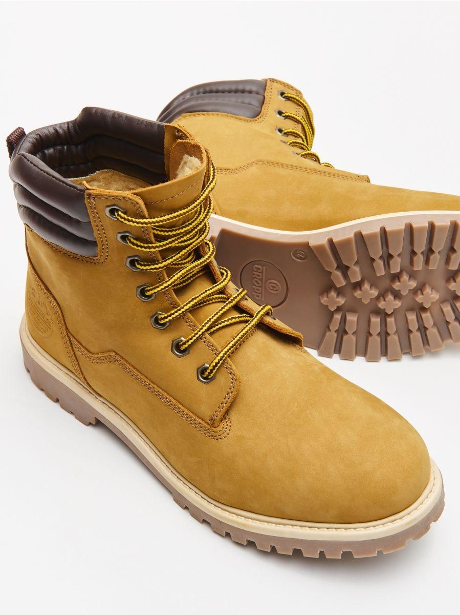 Ādas pārgājienu kurpes - DZELTENS - WN951-18X - Cropp - 2