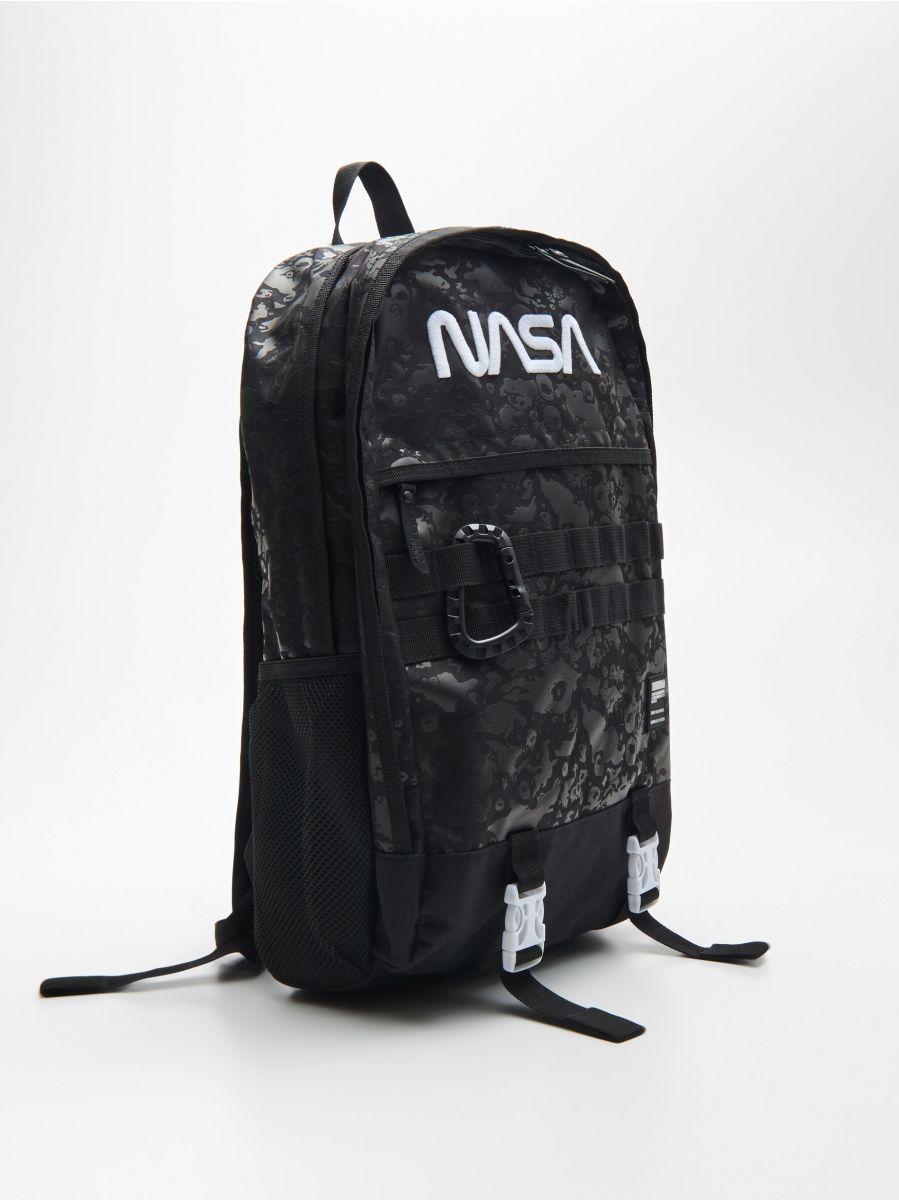 NASA mugursoma ar atslēgu piekariņu - MELNS - XR495-99X - Cropp - 3