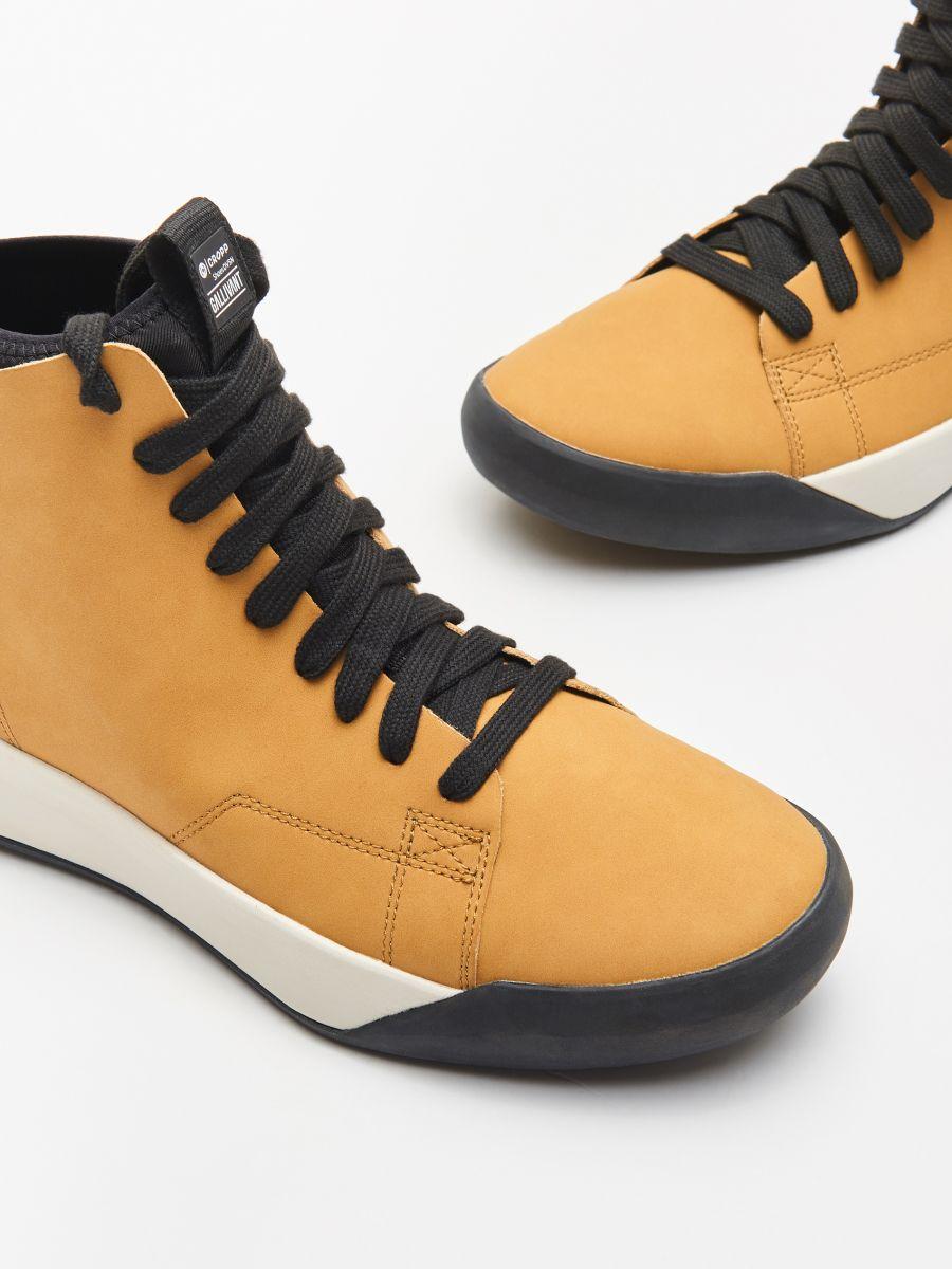 Mākslīgās ādas sporta apavi  - DZELTENS - WN944-18X - Cropp - 2