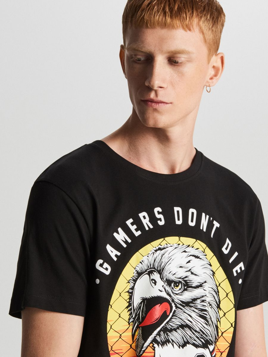 T-krekls ar apdruku - MELNS - WY462-99X - Cropp - 2