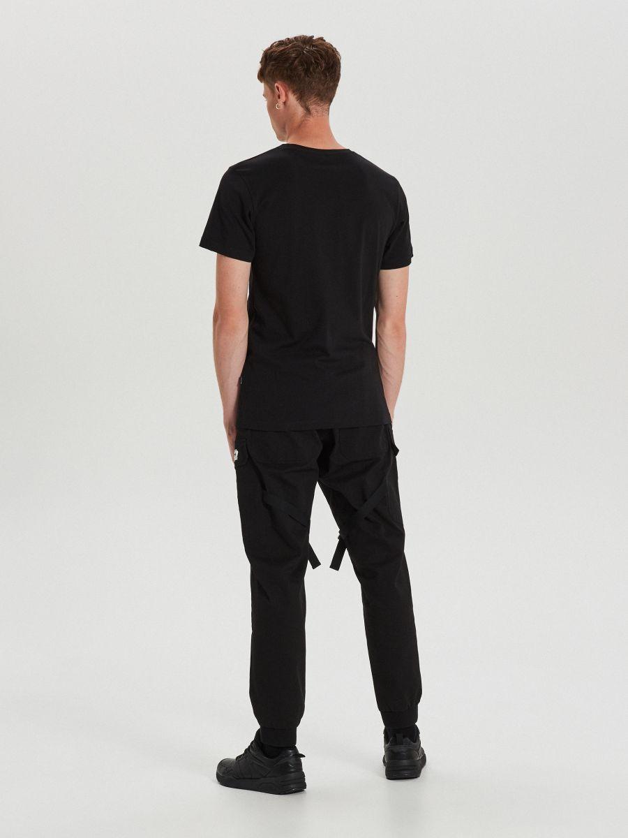 T-krekls ar apdruku - MELNS - XH471-99X - Cropp - 5