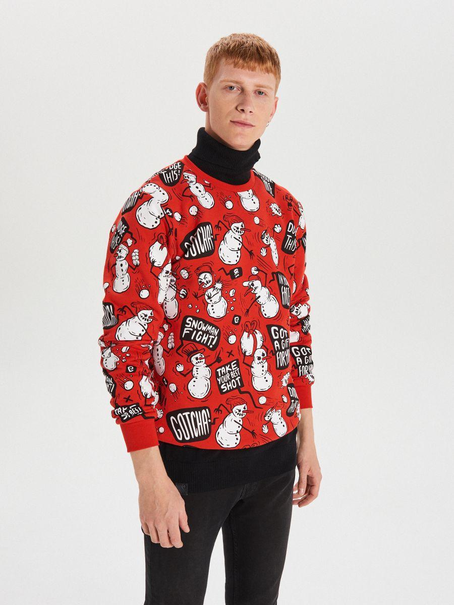 Sporta džemperis ar Ziemassvētku motīvu - SARKANS - XN983-33X - Cropp - 2