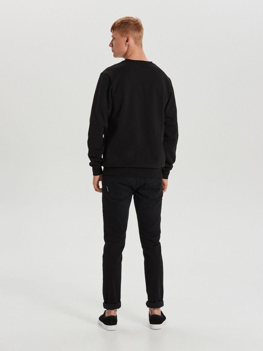Sporta džemperis ar svētku motīvu - MELNS - XN984-99X - Cropp - 5