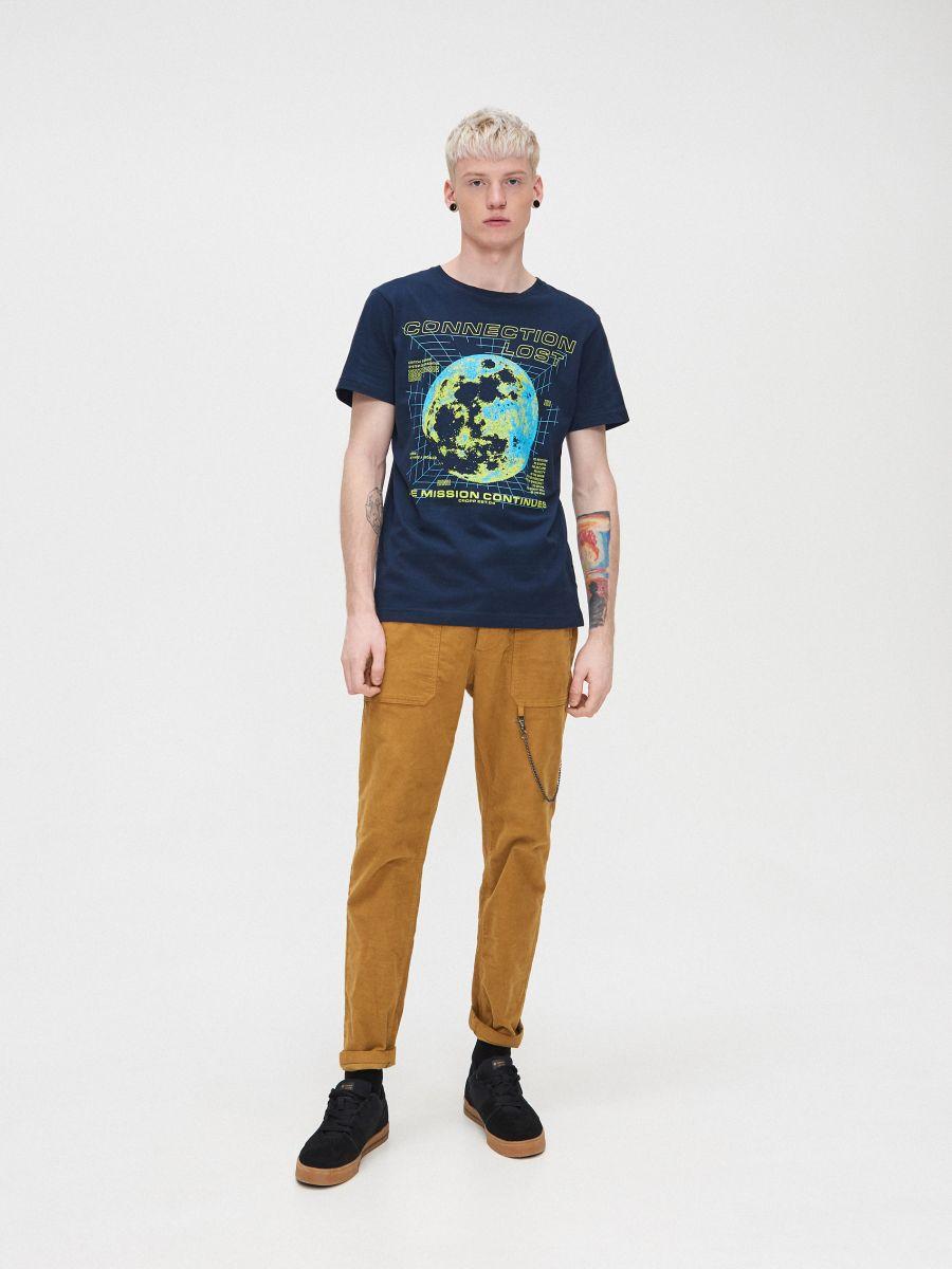 T-krekls ar apdruku - TUMŠI ZILS - XP548-59X - Cropp - 1