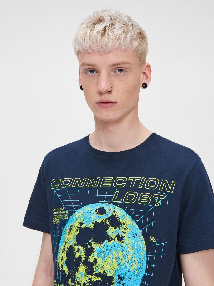 T-krekls ar apdruku - TUMŠI ZILS - XP548-59X - Cropp - 2