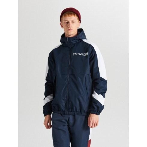 Sporta jaka ar kapuci