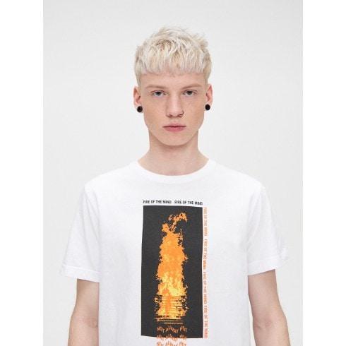 T-krekls ar uguns motīvu