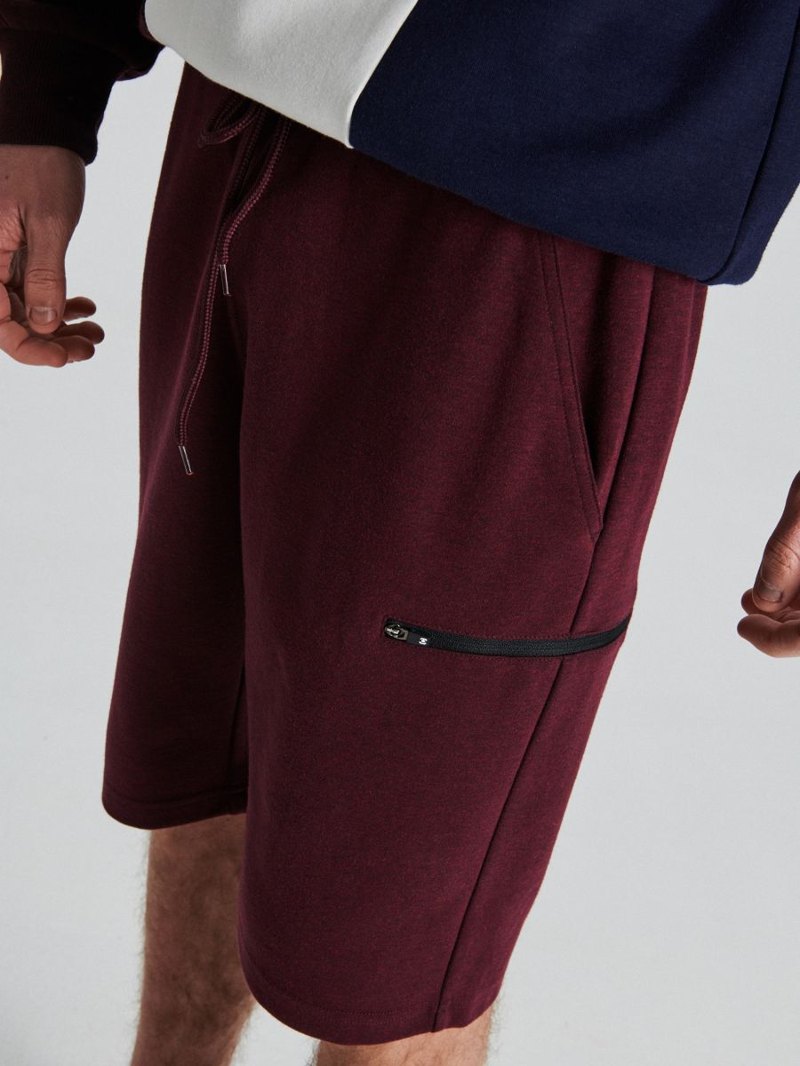 Sportiniai šortai su užsegamomis kišenėmis - TAMSIAI RAUDONA - UW707-83M - Cropp - 3