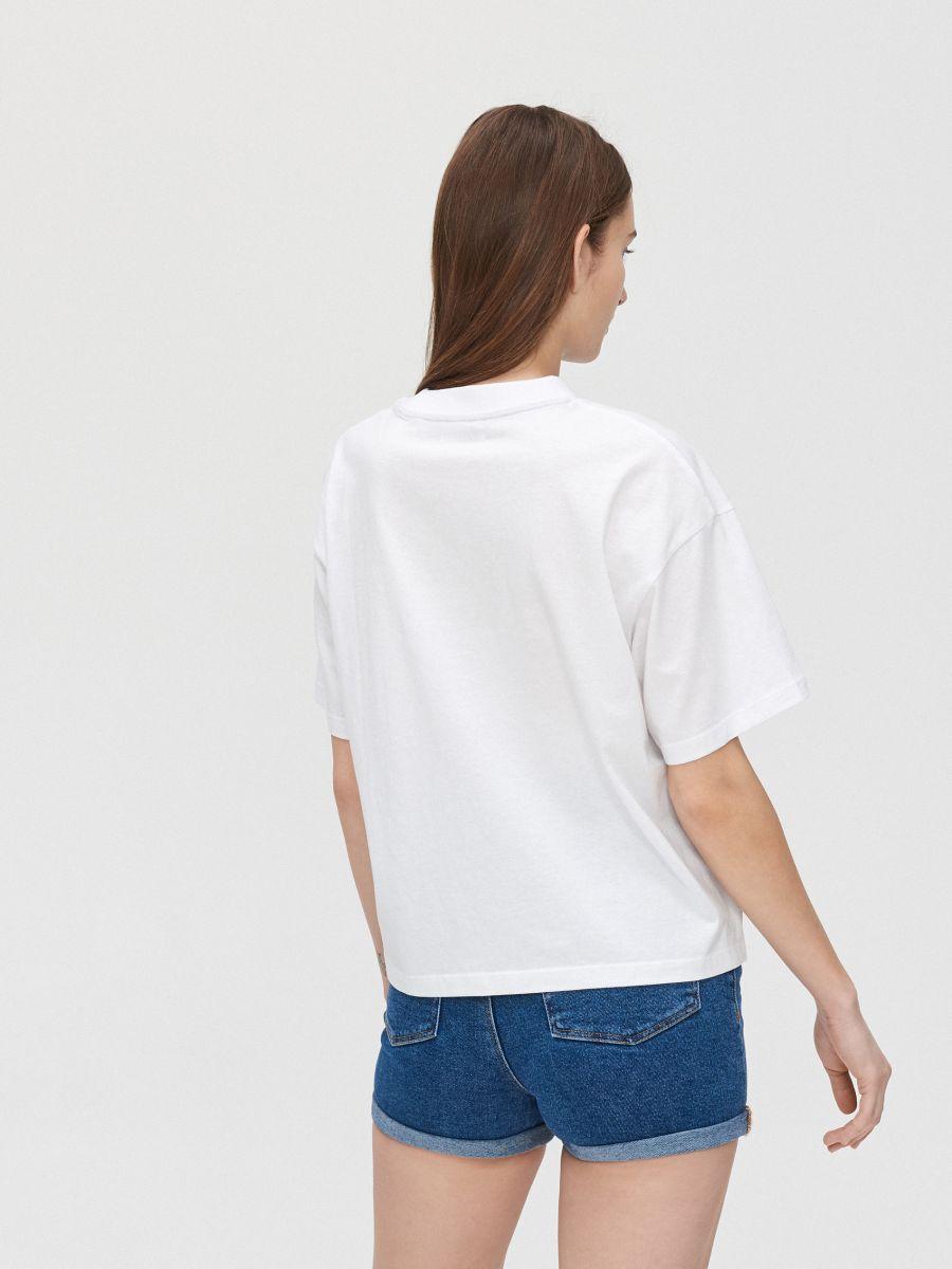Oversize tipo marškinėliai su užrašu - BALTA - YK359-00X - Cropp - 4