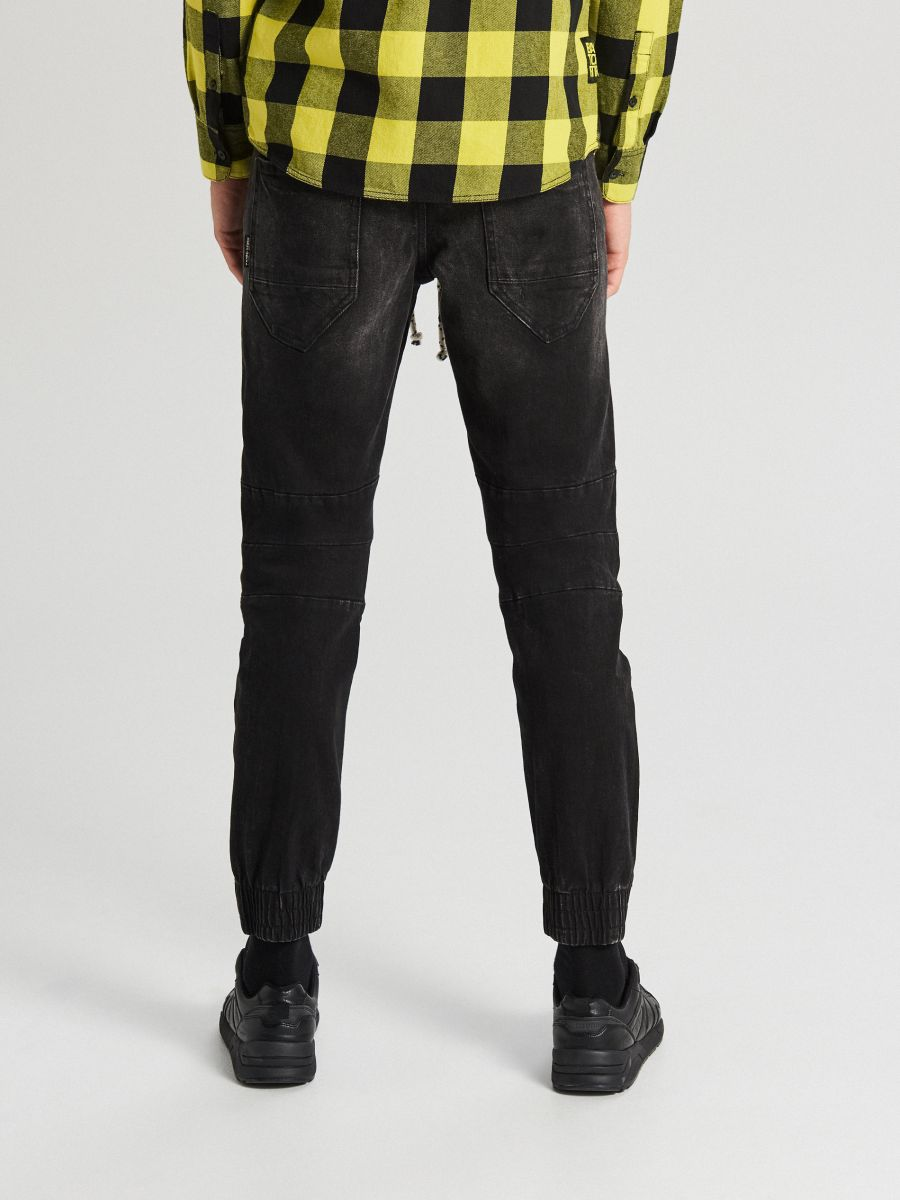 Õmblustega dress-teksad - MUST - WP395-99J - Cropp - 4