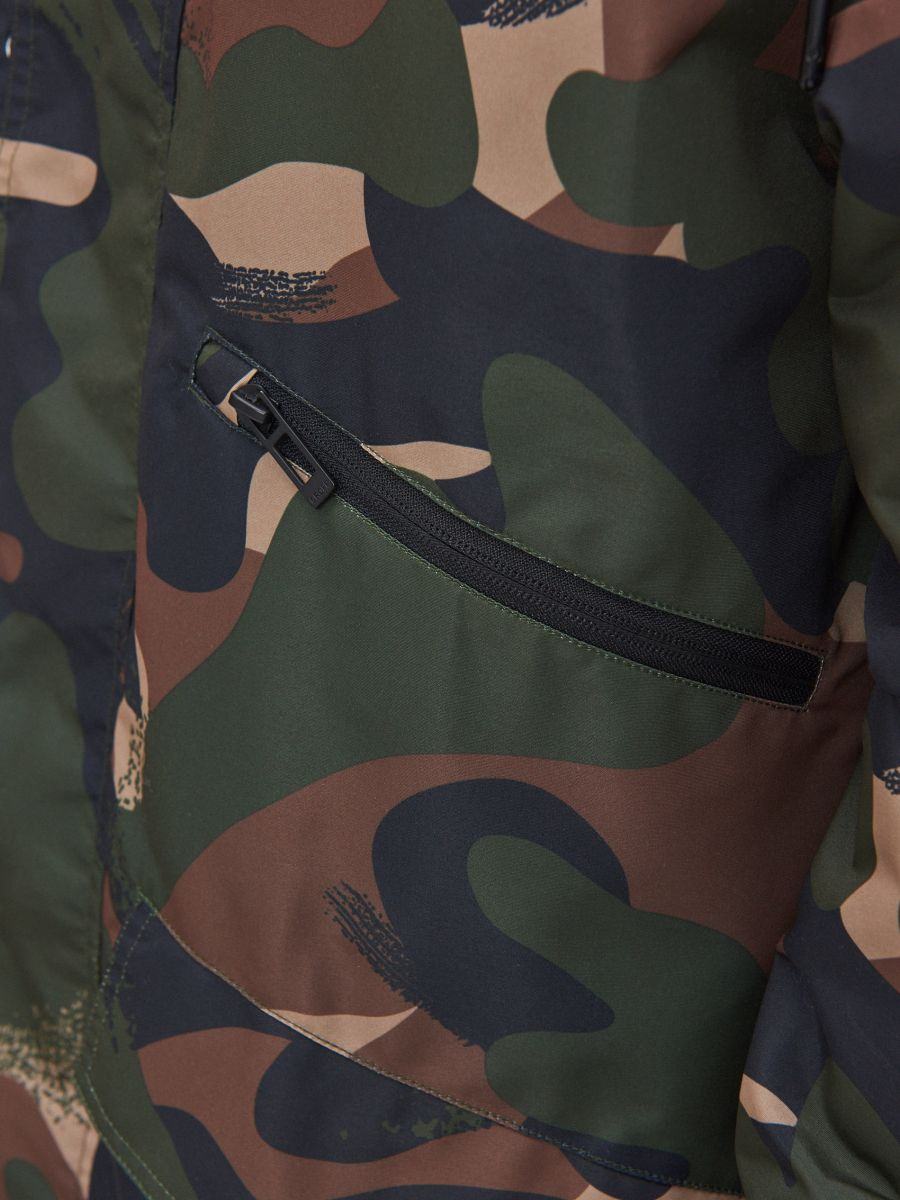 Kapuutsiga kamuflaažimustriline parka - KHAKI - XT006-87X - Cropp - 5