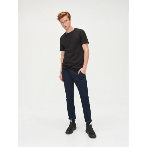 Slim-lõikega püksid basic
