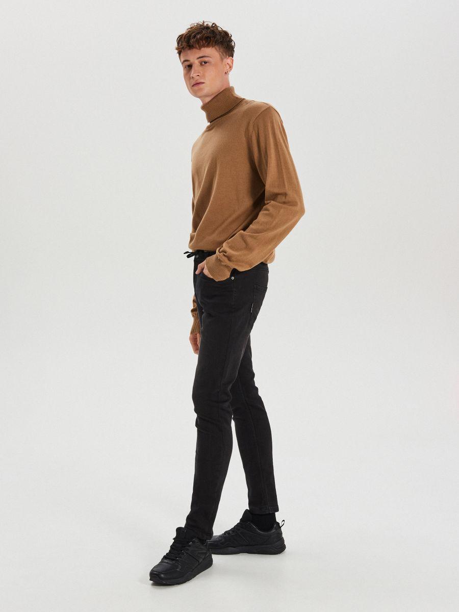 Приталені джинси з еластичним поясом - ЧОРНИЙ - WP398-99J - Cropp - 4