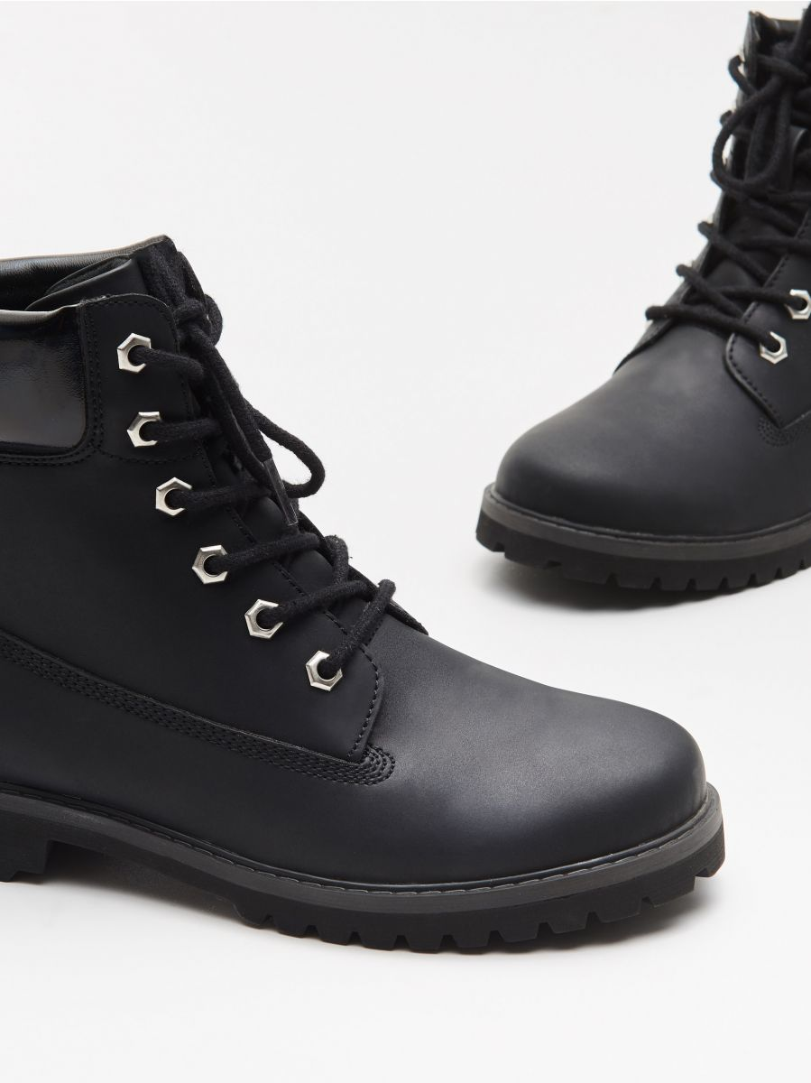 Трапперы с шнурками - черный - WE898-99X - Cropp - 2