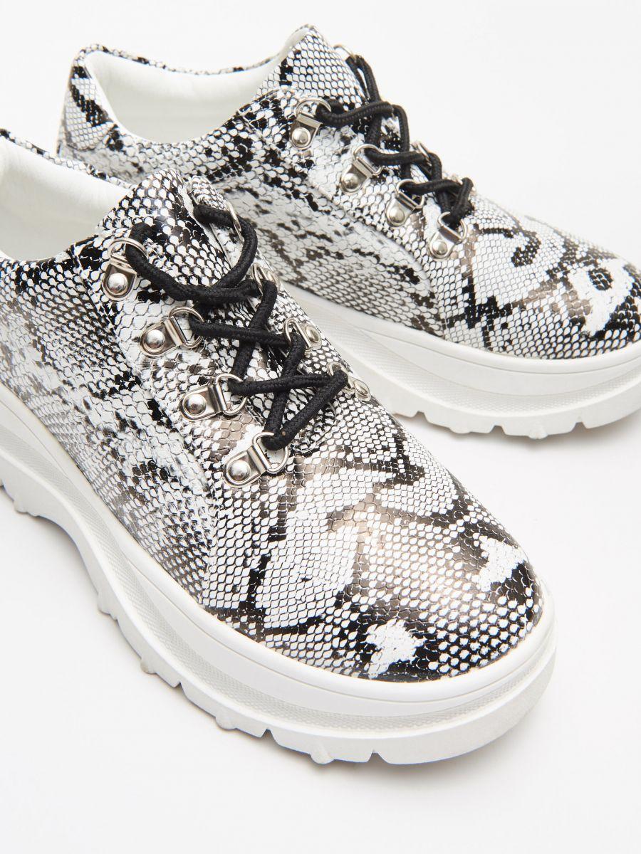 Ботинки на толстой подошве - BLACK - WE865-99X - Cropp - 2
