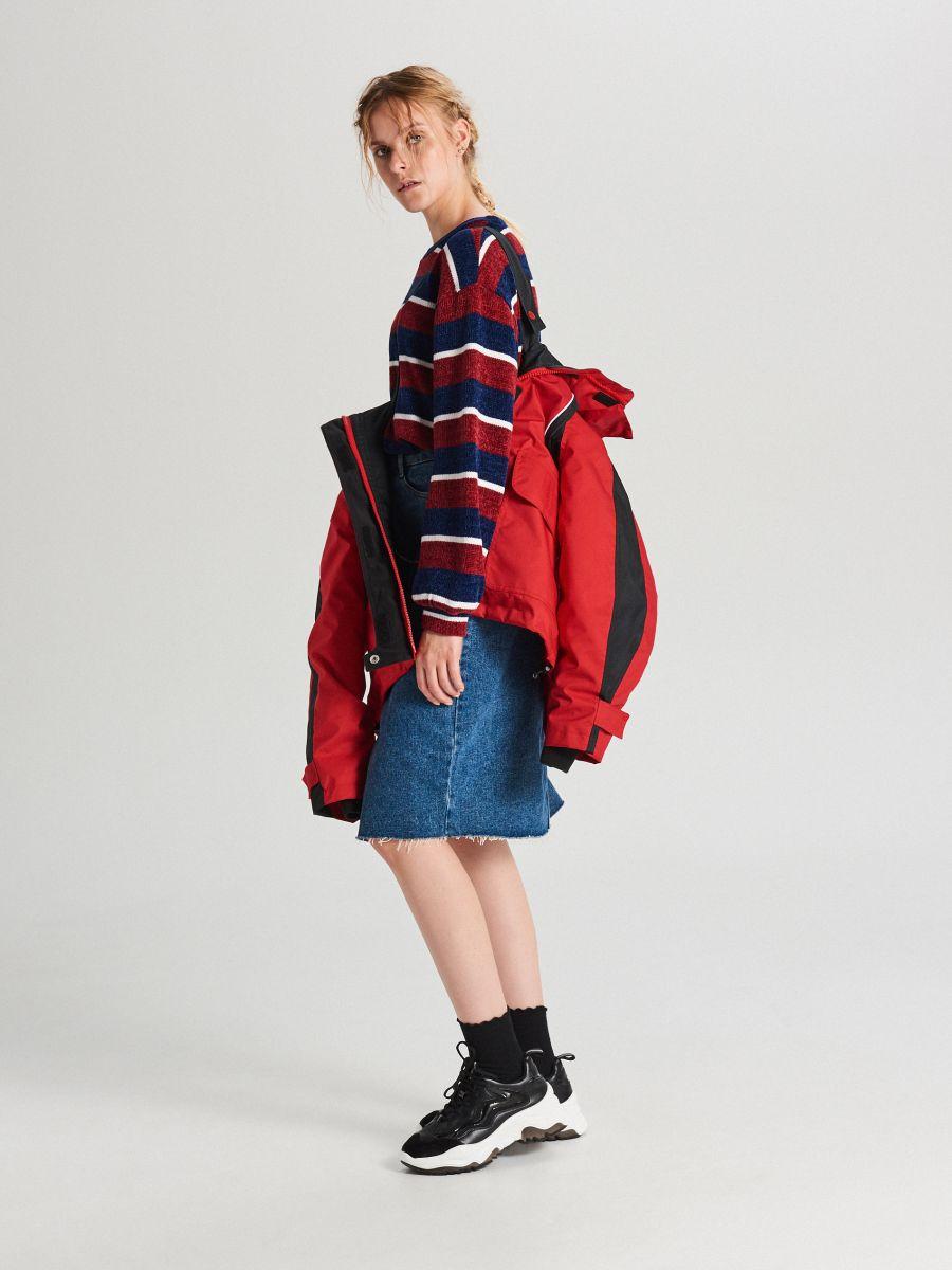Куртка обширная oversize с капюшоном - CZERWONY - WS144-33X - Cropp - 3