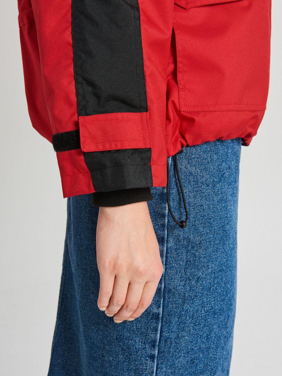 Куртка обширная oversize с капюшоном - CZERWONY - WS144-33X - Cropp - 5