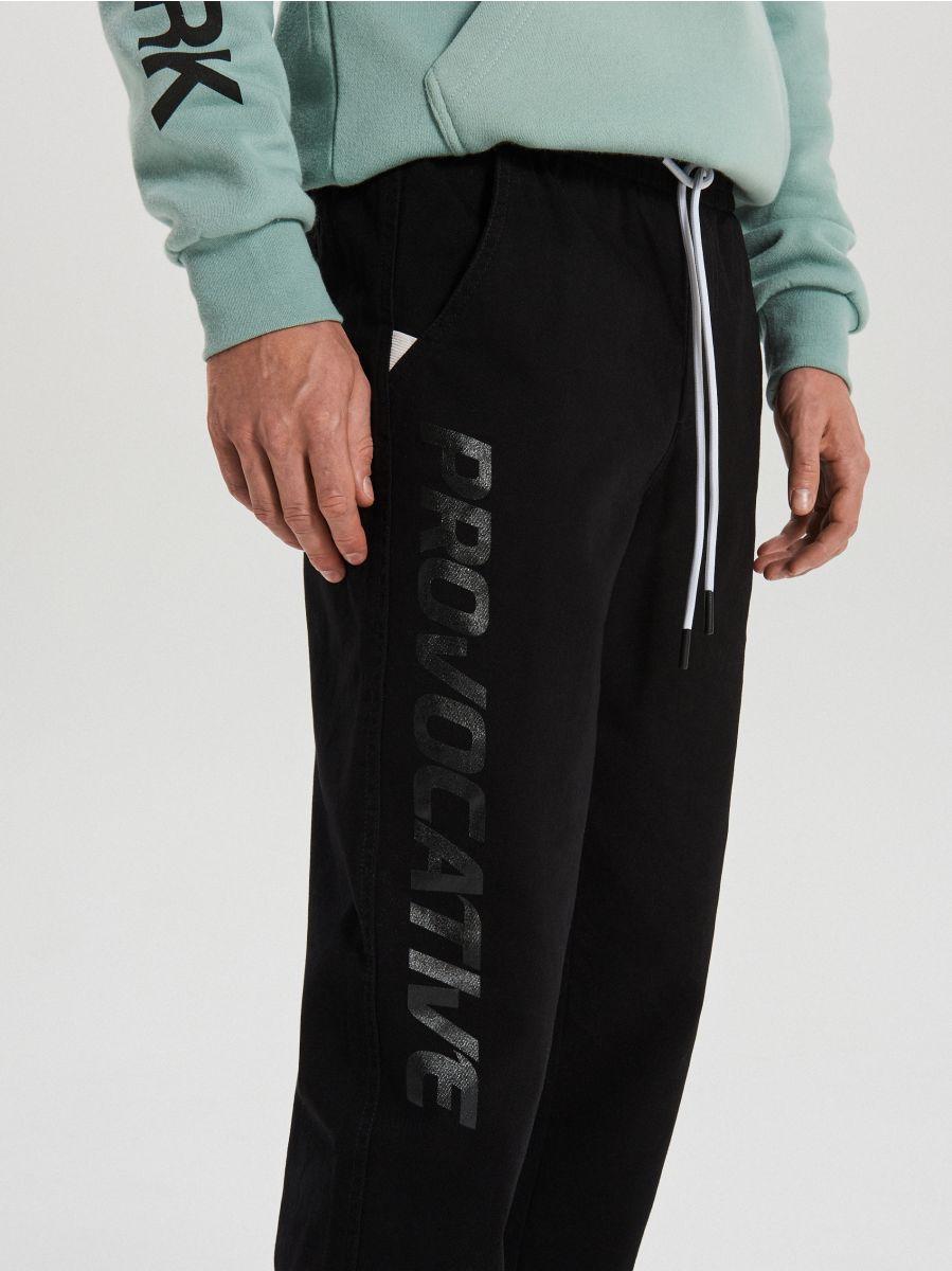 Teplákové joggery fit - Čierna - XI377-99X - Cropp - 4