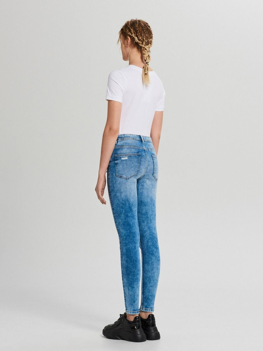Džínsy skinny so stredne vysokým pásom - Modrá - WC912-05M - Cropp - 4