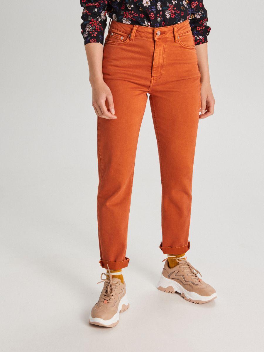 Džínsy straight - Oranžová - WI372-28J - Cropp - 2