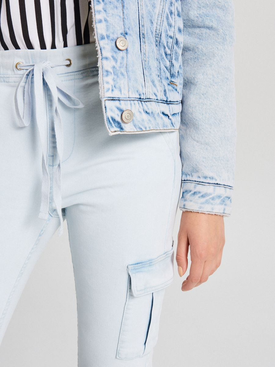 LADIES` JEANS TROUSERS - Modrá - WI377-05J - Cropp - 4
