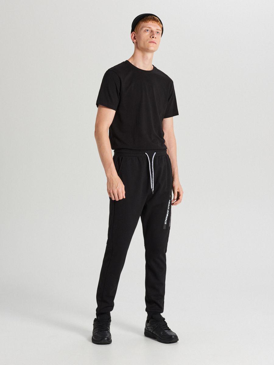 Teplákové joggery s potlačou - Čierna - WW368-99X - Cropp - 1