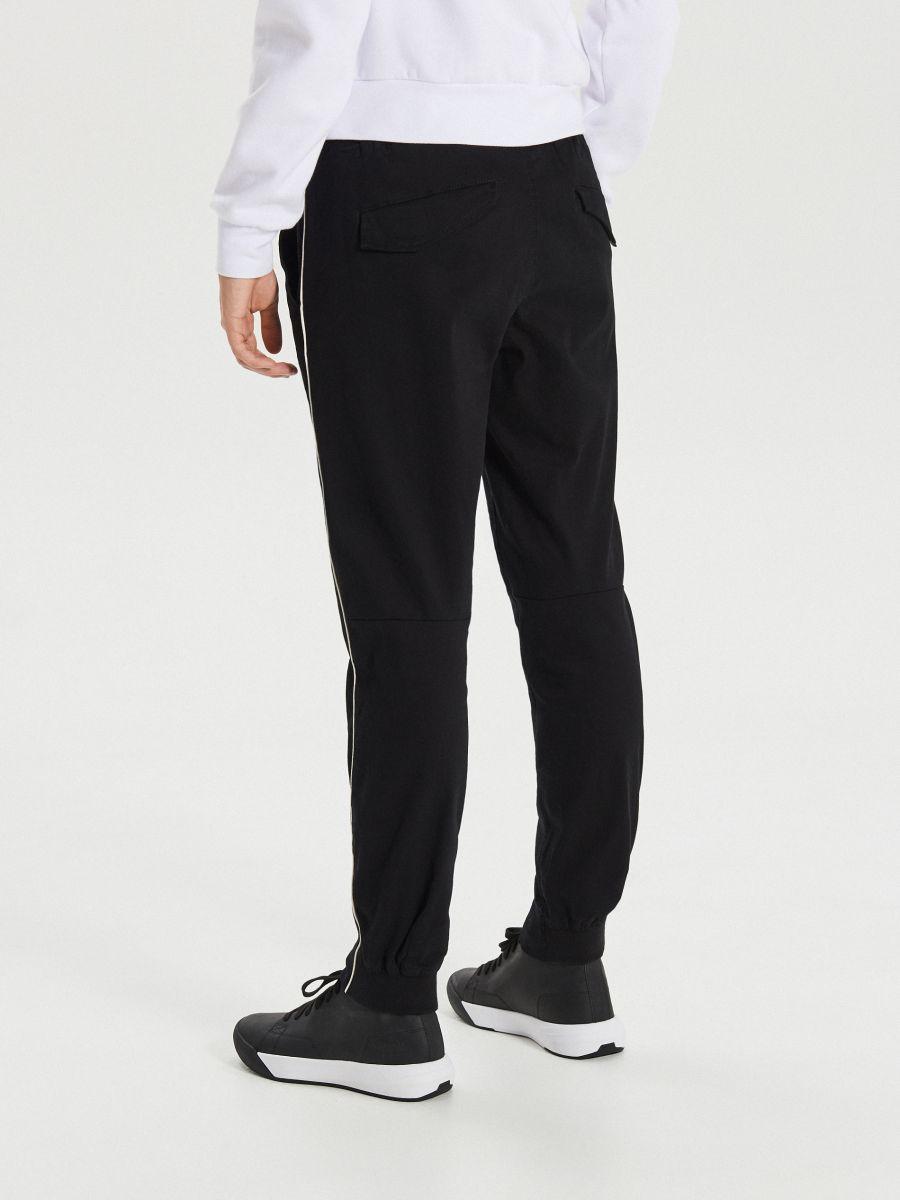 Slim joggery - Čierna - XI379-99X - Cropp - 5