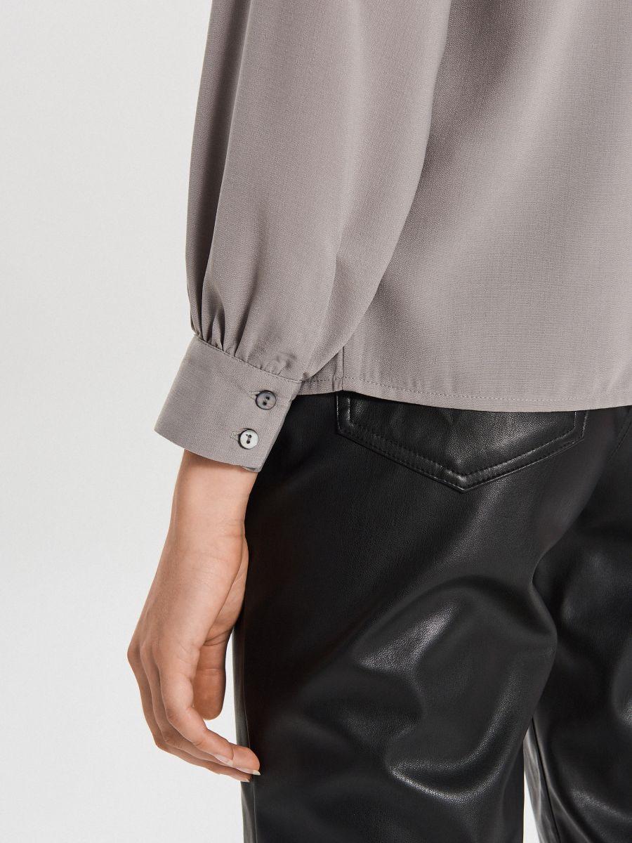 Košeľa s vreckami - Svetlošedá - XI752-09X - Cropp - 4