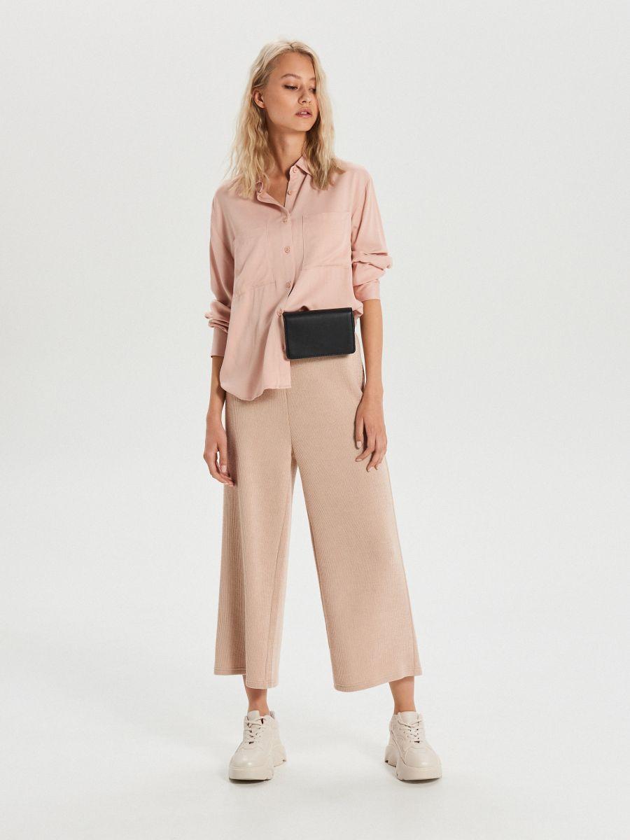 Hladká košeľa s vreckami - Ružová - XK626-03X - Cropp - 2