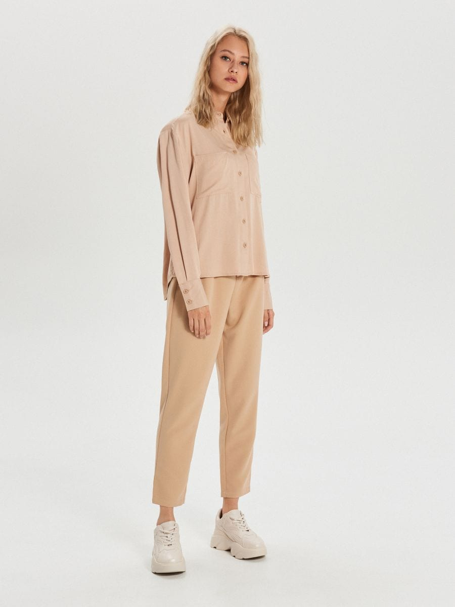 Hladká košeľa s vreckami - Béžová - XK626-08X - Cropp - 2