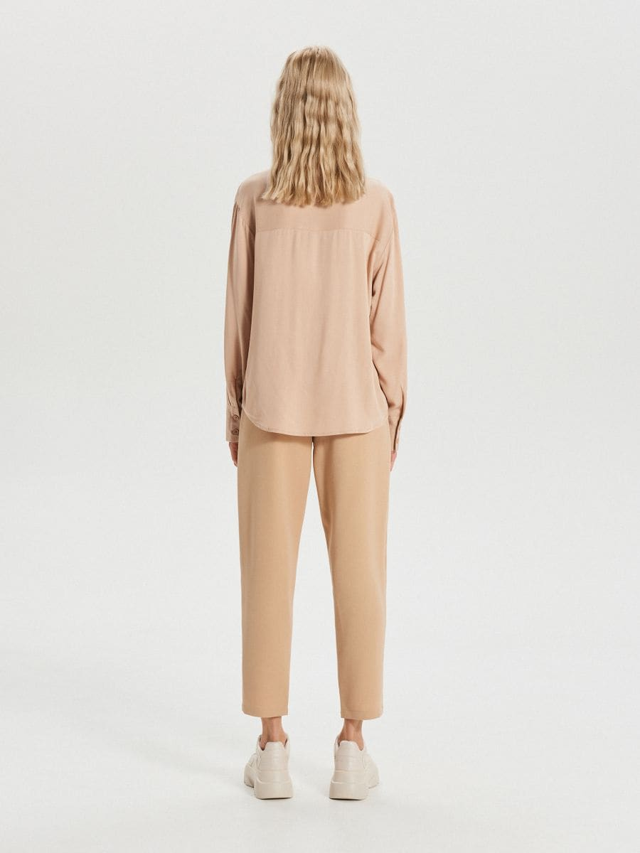 Hladká košeľa s vreckami - Béžová - XK626-08X - Cropp - 4