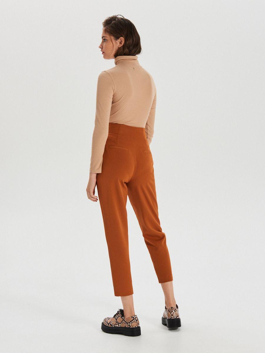 Látkové nohavice s VYSOKÝM PÁSOM - Hnědá - XK974-88X - Cropp - 4