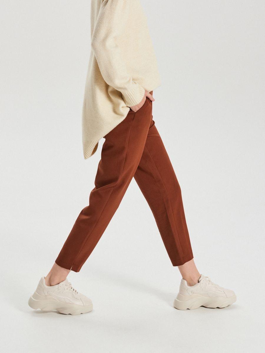 Hladké chino nohavice - Béžová - XK975-08X - Cropp - 2