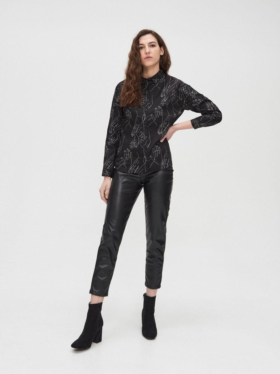 Košeľa s potlačou all over - Čierna - YD488-99X - Cropp - 2