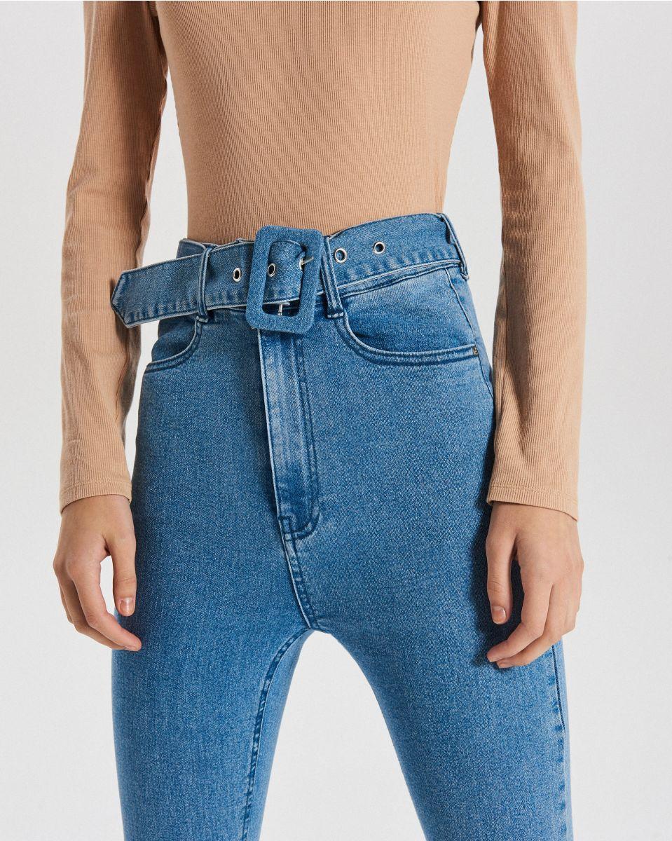 Džínsy s vysokým pásom a viazaním - Modrá - WT527-50J - Cropp - 5