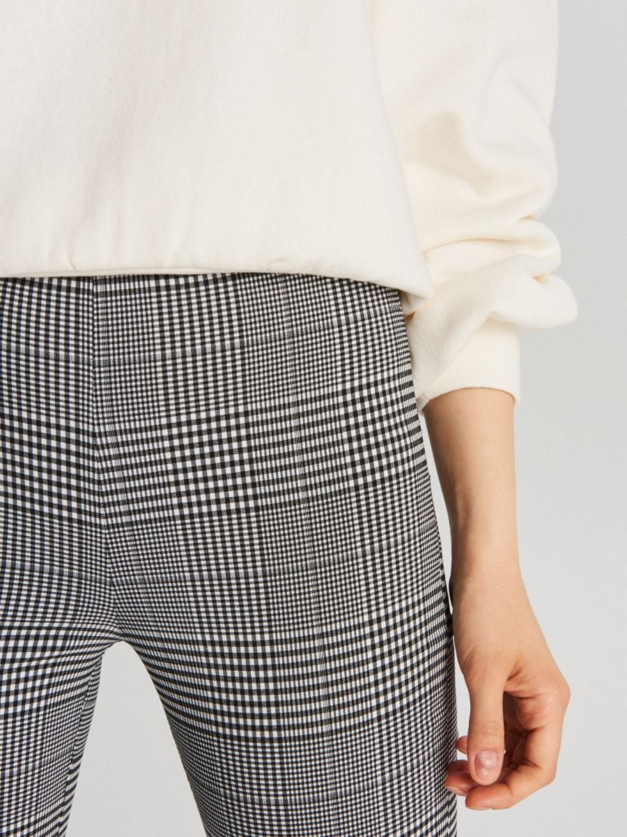 Pantaloni chino cu talie înaltă - GRI DESCHIS - WC050-09X - Cropp - 3