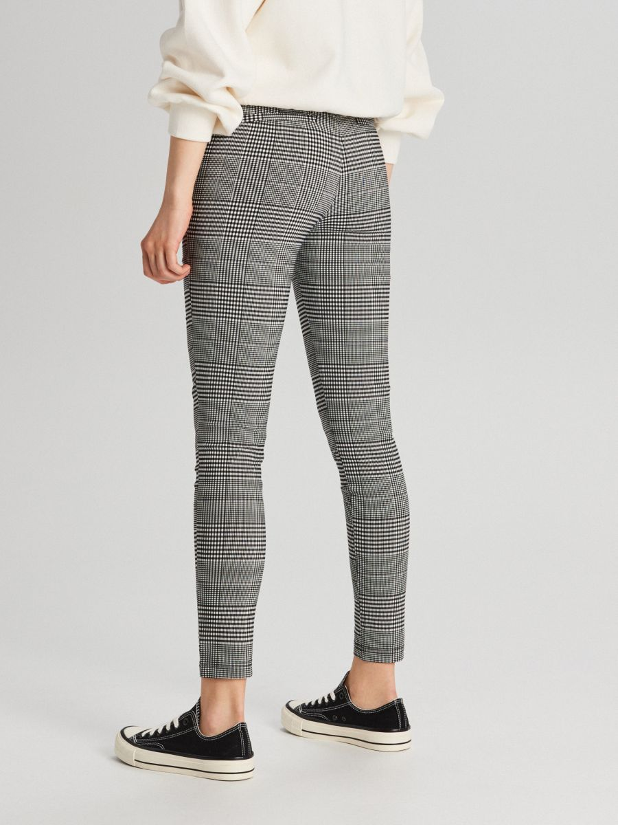 Pantaloni chino cu talie înaltă - GRI DESCHIS - WC050-09X - Cropp - 4