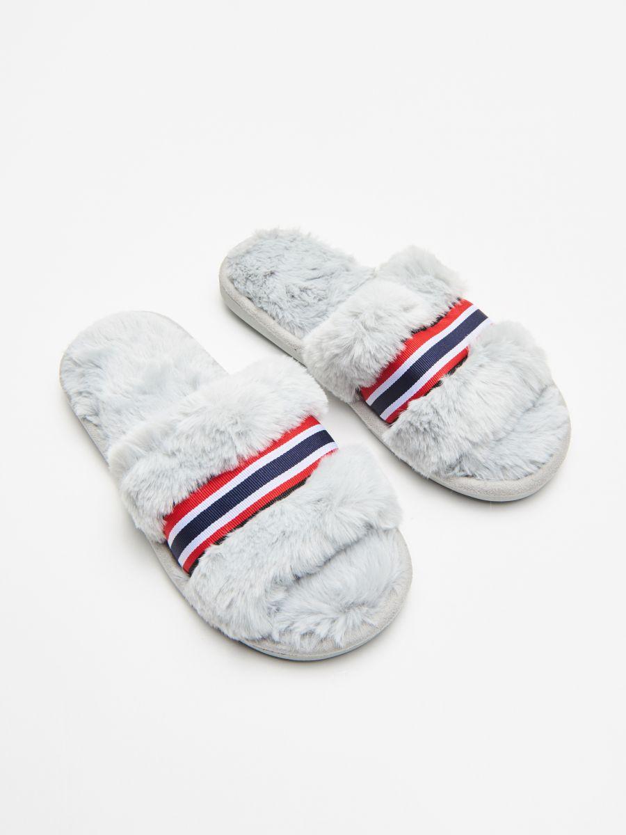 Papuci de casă cu blăniță - GRI DESCHIS - WD816-09X - Cropp - 1
