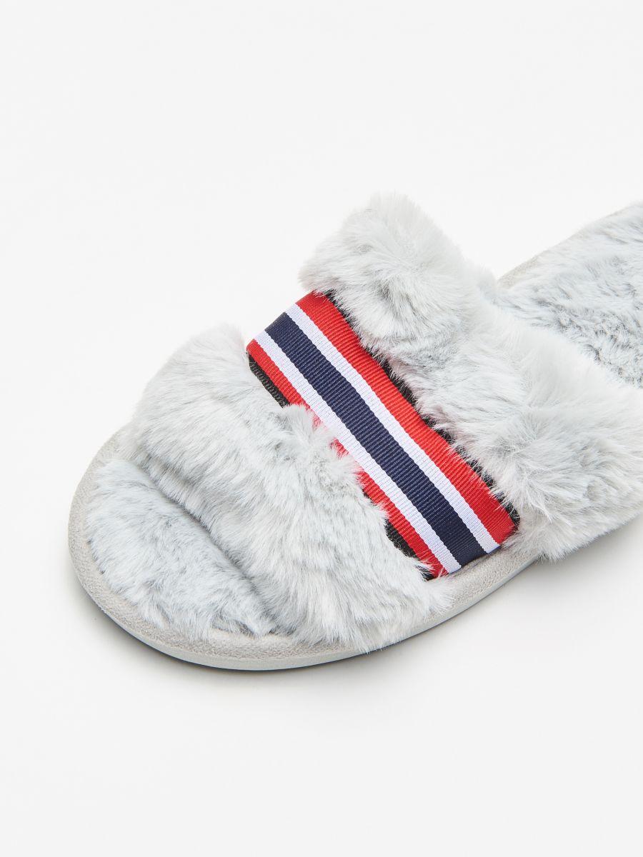 Papuci de casă cu blăniță - GRI DESCHIS - WD816-09X - Cropp - 2