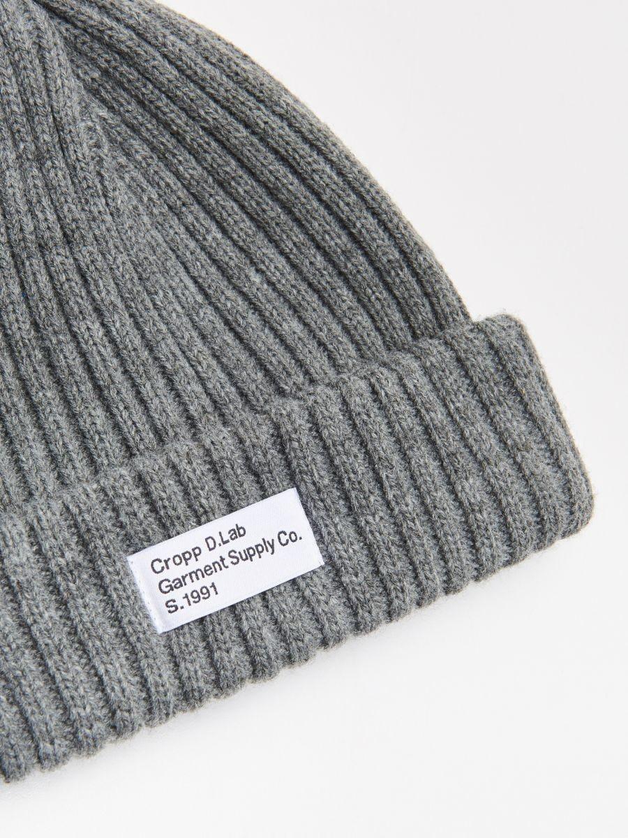 Șapcă cu emblemă - GRI - WK511-90X - Cropp - 2