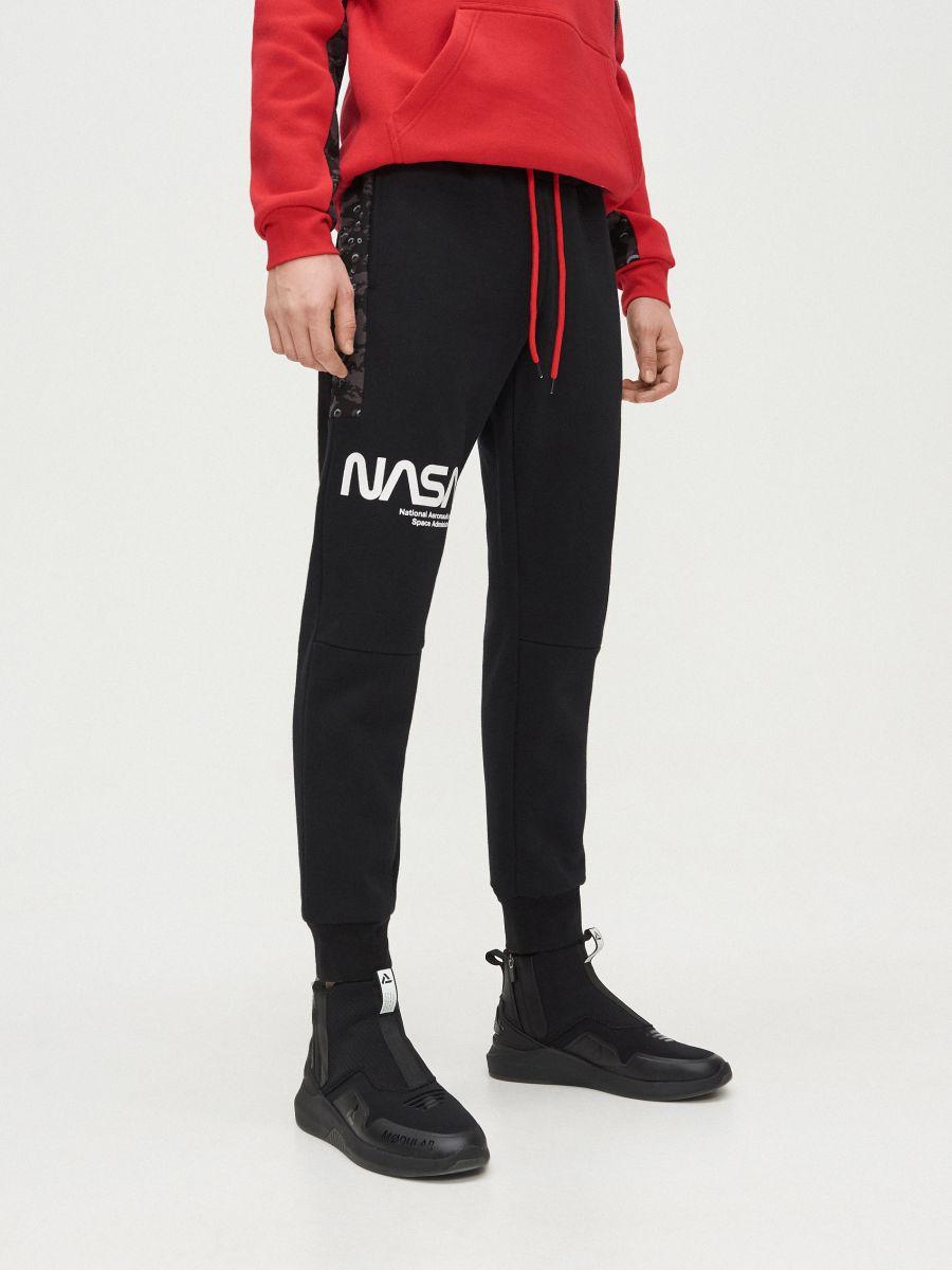 Pantaloni jogger cu imprimeu NASA - NEGRU - XT502-99X - Cropp - 2