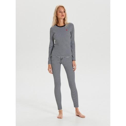 Pijama din două piese în dungi