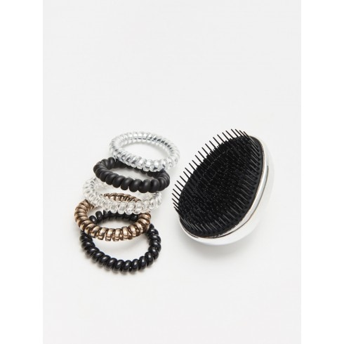 HAIRBRUSH & HAIR ELASTICS