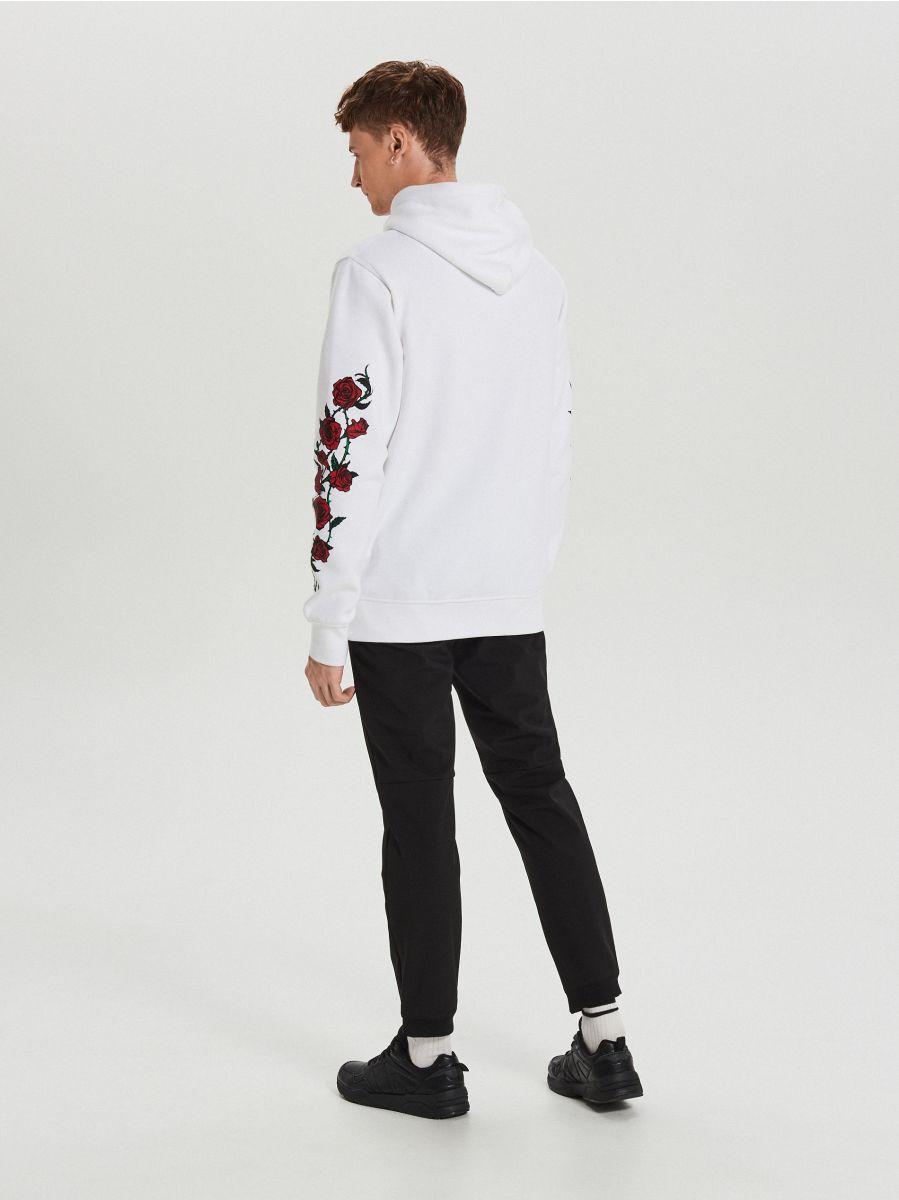 Kapucnis pulóver rózsákkal - FEHÉR - XN988-00X - Cropp - 5