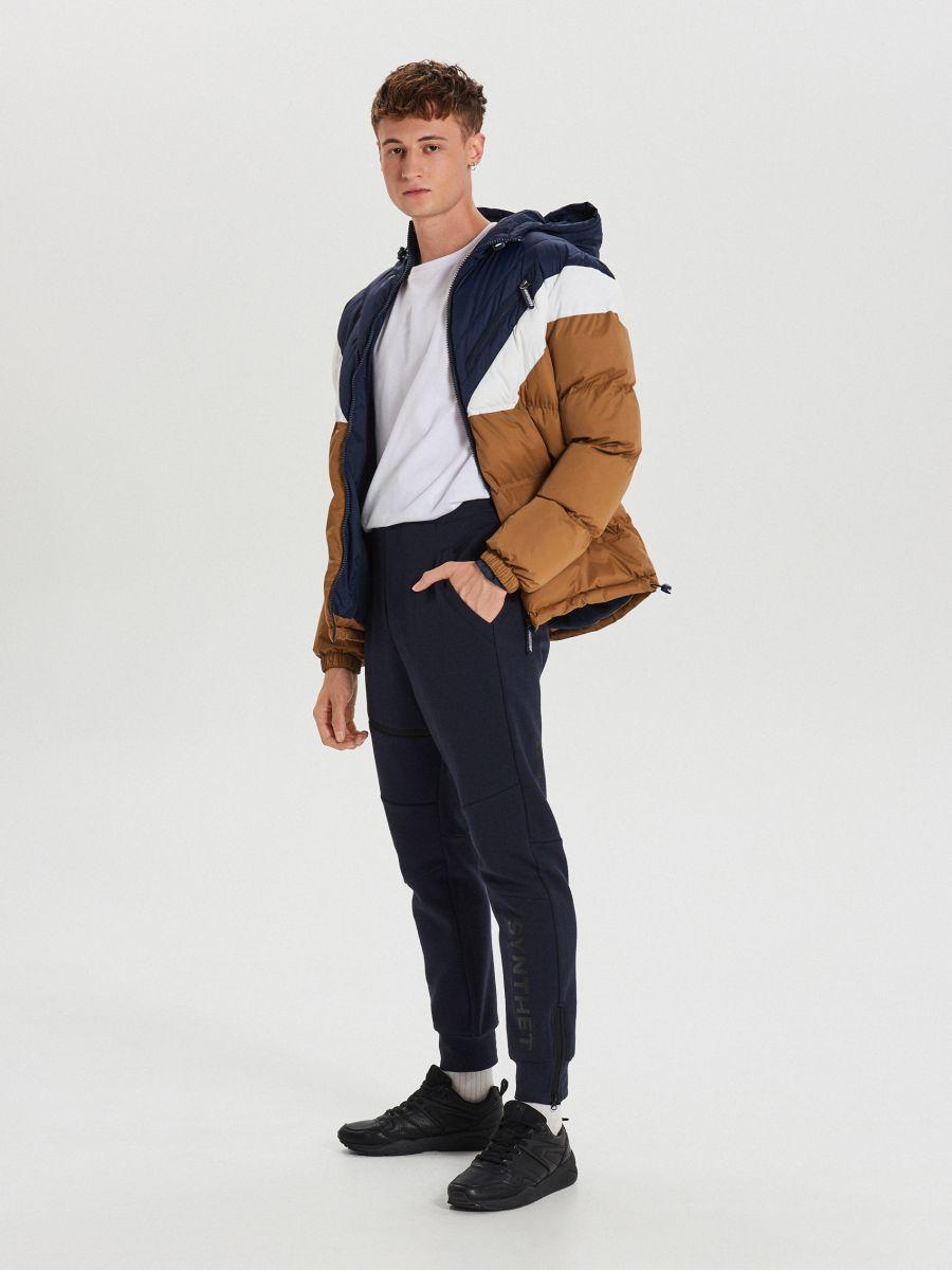 Téli dzseki kontrasztos színsávokkal - BARNA - WC155-82X - Cropp - 2