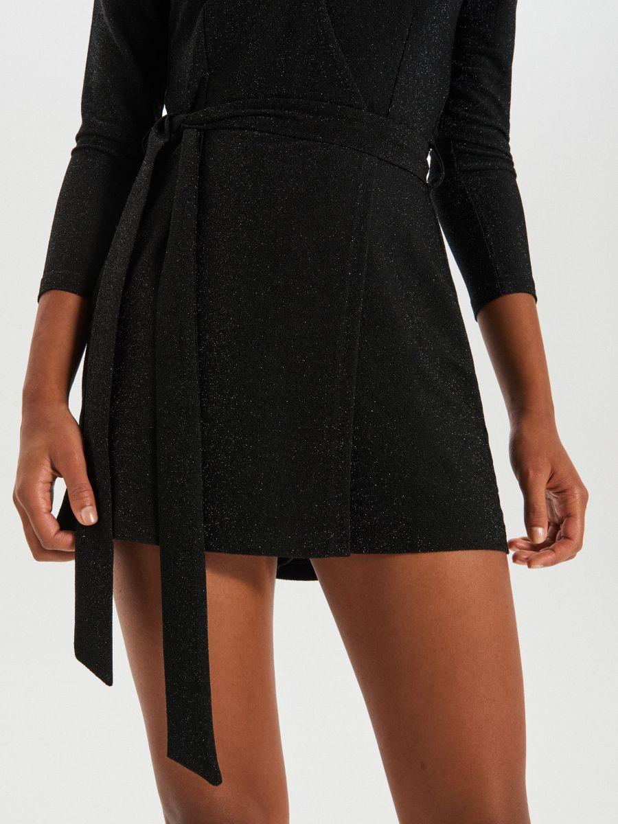 Csillogó nadrágruha átlapolt nyakkal - SZÜRKE - XE050-90X - Cropp - 4