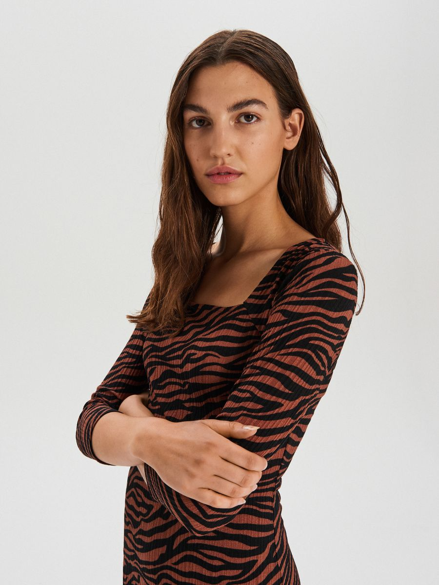 Szögletes nyakú ruha - BARNA - XF617-88X - Cropp - 3
