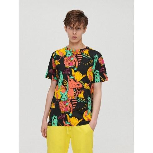 Póló színes nyomott mintával
