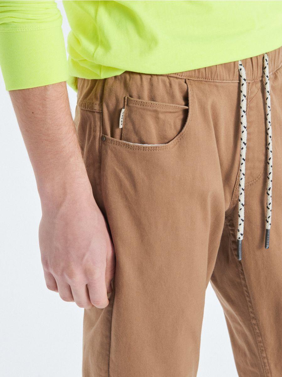 Stretch twill joggers - BEIGE - UW714-80X - Cropp - 4