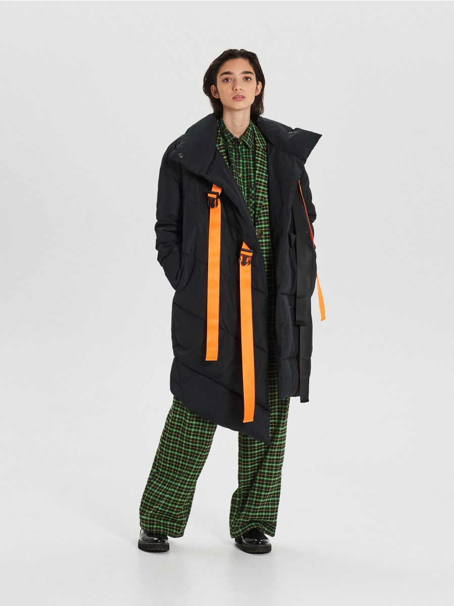Quilted winter coat with additional buckle clasp - SCHWARZ - WG306-99X - Cropp - 1